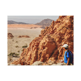 Impressão Em Canvas O menino que caminha no deserto