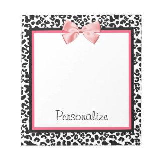 Impressão na moda do leopardo e fita cor-de-rosa caderno de notas