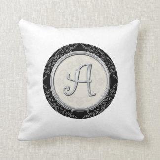 Inicial de prata à moda A do monograma Almofada