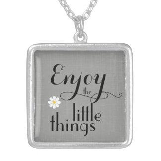 Inspirado aprecie as citações pequenas das coisas colar com pendente quadrado