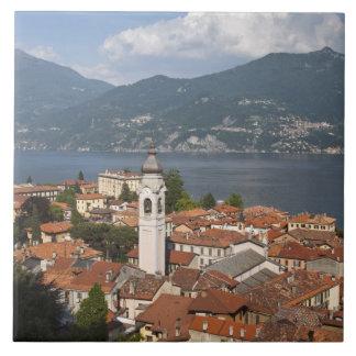Italia, província de Como, Menaggio. Opinião da ci Azulejos