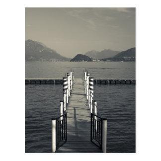 Italia, província de Como, Tremezzo. Cais do lago Cartão Postal