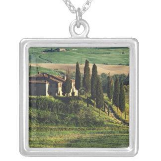 Italia. Uma casa de campo pastoral de Toscânia em Colar Banhado A Prata
