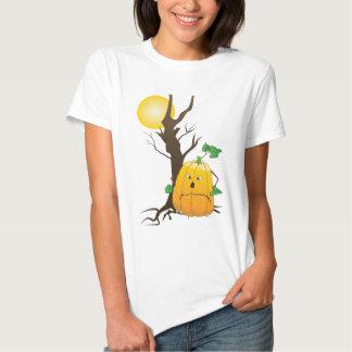 Jack o'lantern com árvore seca e uma lua camiseta