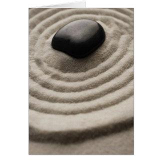 jardim do zen com detalhe do seixo na areia cartão