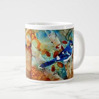 Jay azul na árvore jumbo mug