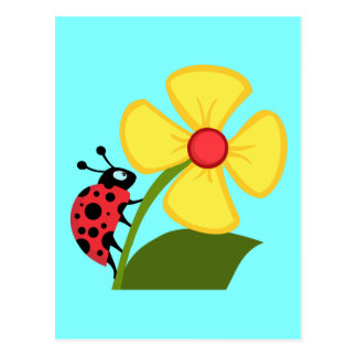 Joaninha bonito em uma flor amarela cartão postal