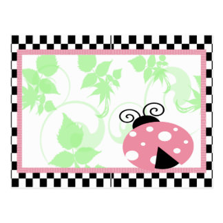 Joaninha cor-de-rosa, beira Checkered & bolinhas Cartão Postal