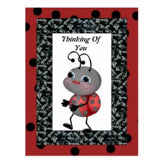 Joaninha dos desenhos animados que pensa de você c cartão postal