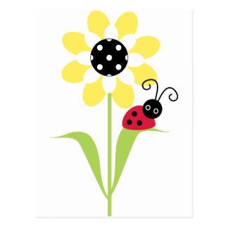 Joaninha na flor cartão postal
