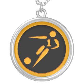 Jogador de futebol do número um do ouro colar com pendente redondo