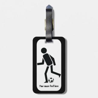 Jogador de futebol e presente do costume da bola etiquetas para malas