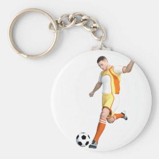 Jogador de futebol em alaranjado, em amarelo, e o chaveiro
