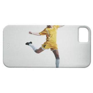 Jogador de futebol fêmea que prepara-se para capa barely there para iPhone 5