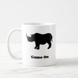 Jogo do rinoceronte no preto caneca de café