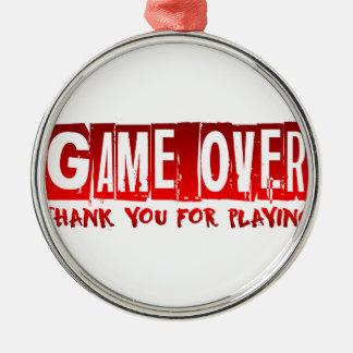 Jogo sobre ornamento redondo cor prata