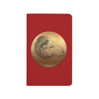 Jornal dourado 2015 do bolso do calendário da ram