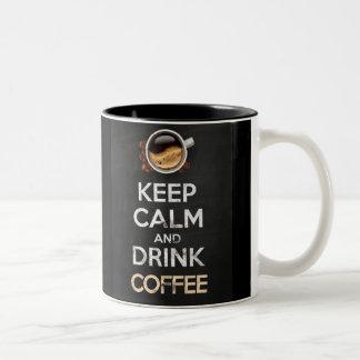 Keep calm and drink coffee! caneca de café em dois tons