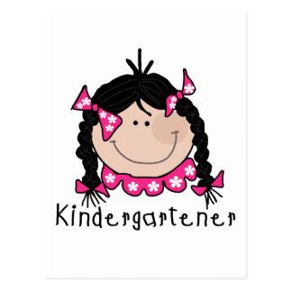 Kindergartener do cabelo preto cartão postal