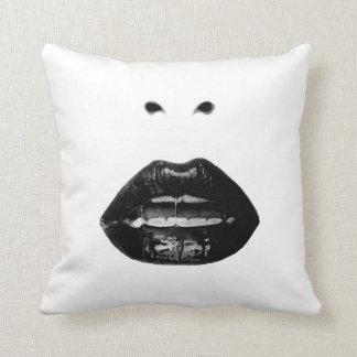 Lábios preto e branco travesseiro