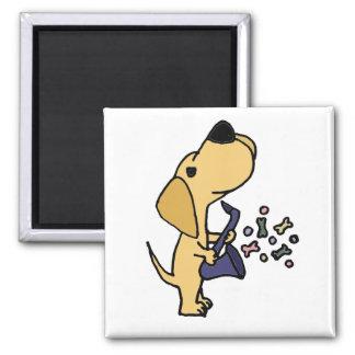 Labrador retriever amarelo engraçado que joga o ímã quadrado