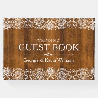 Laço branco do vintage na textura da madeira de livro de visitas