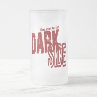 Lado escuro - caneca de cerveja do vidro de fosco