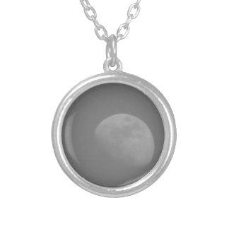 Lado escuro da lua colar com pendente redondo