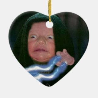 Lado escuro do bebê ornamento de cerâmica coração