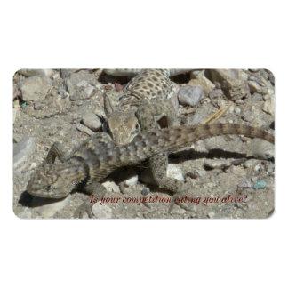 Lagarto que come um outro lagarto cartão de visita