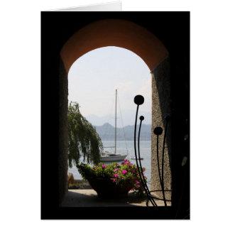 Lago Como através de uma janela Cartão Comemorativo