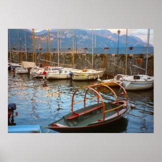 Lago Como barco tradicional do lago no porto Impressão