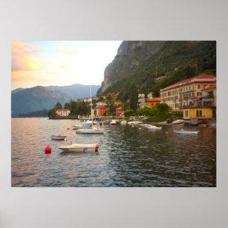 Lago Como barcos em suas amarrações Posters