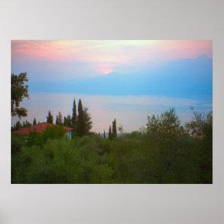 Lago Como por do sol sobre o lago Pôsteres