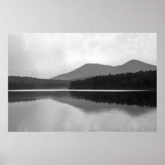 Lagoa da montanha poster
