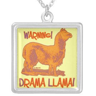 Lama do drama colares personalizados