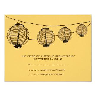 Lanternas pretas e amarelas que Wedding RSVP Convite 10.79 X 13.97cm