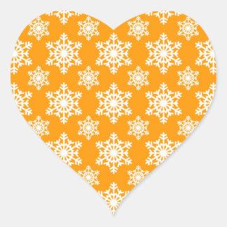 Laranja do floco de neve 3 adesivo em forma de coração