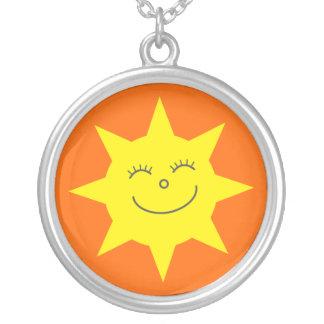 Laranja feliz bonito de Sun dos desenhos animados Colar Banhado A Prata