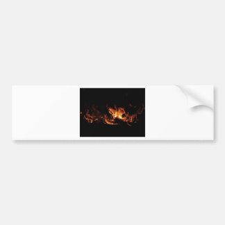 Lareira ardente com as chamas do fogo no preto adesivo para carro