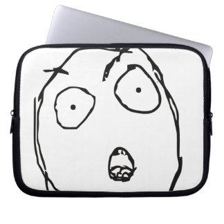 Largamente aberto capa de computador notebook