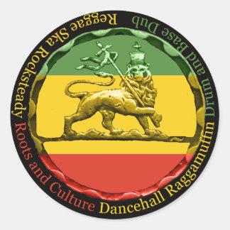Leão da reggae de Rastagearshop da etiqueta de Jud Adesivos Redondos