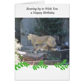 Leão no cumprimento do aniversário do antro cartão comemorativo