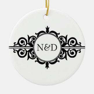 Lembrança do branco do preto do monograma do rolo ornamento de cerâmica redondo