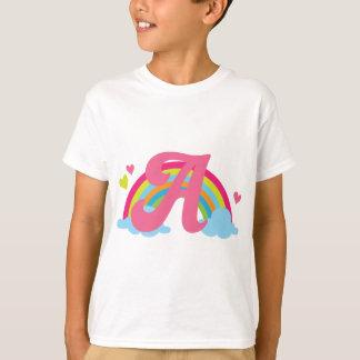 Letra do monograma um arco-íris do alfabeto camiseta