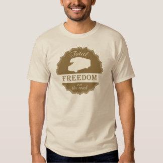 Liberdade total no pino retro da estrada t-shirts