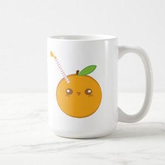 Lil' esguincha a laranja bonito do bebê caneca