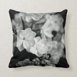 Lilac preto e branco travesseiros