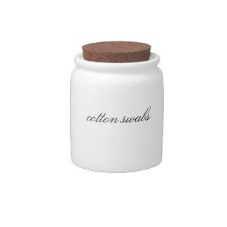 Limpe recipiente ajustado do banheiro feito sob en potes de doces
