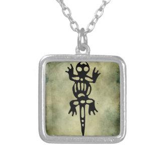 linocut simbólico africano colar banhado a prata